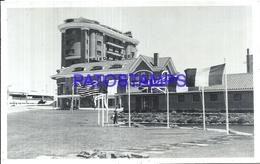 107685 URUGUAY PUNTA DEL ESTE VIEW BUILDING & MULTI FLAG POSTAL POSTCARD - Uruguay