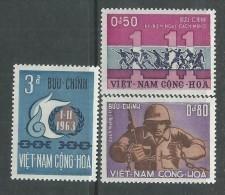 Vietnam Du Sud N° 247 / 49 X Anniversaire De La Révolution. Les 3  Valeurs Trace De Charnière Sinon TB - Viêt-Nam
