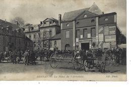 27 - BERNAY - T.Belle Vue Animée De La Place De L'Abbatiale ( Foire Matériel Agricole ) - Bernay