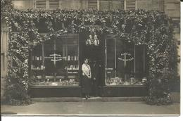 CARTE PHOTO DEVANTURE SALON DE COIFFURE - Cartes Postales