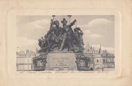 SAINT-QUENTIN: Devant Du Monument De 1557 - Saint Quentin