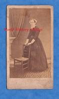 Photo Ancienne De 1868 - BREST - Portrait Femme Avec Coiffe - Folklore Breton - Photographe Izambard - Bretagne - Oud (voor 1900)