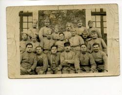 Piece Sur Le Theme De Cp - Photographie Ancienne - 19 Militaires Prennent La Pose - Militaria