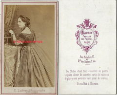 CDV Femme De Profil Avec Robe Rayée-mode Vers 1870-photo Ladrey Passage Des Princes à Paris - Photos