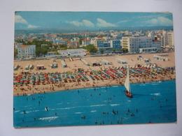 """Cartolina Viaggiata """"RIMINI Spiaggia Degli Alberghi"""" 1967 - Rimini"""
