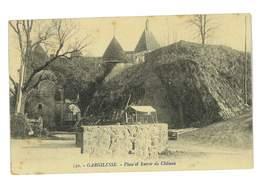 CPA 36 GARGILESSE PLACE ET ENTREE DU CHATEAU - France