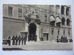"Cartolina Viaggiata "" La Cote D'Azur, MONACO - L'Entree Du Palais. Les Carabiniers"" 1951 - Altri"