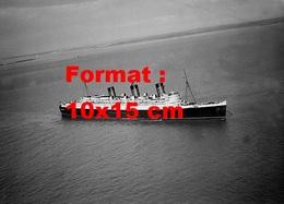 Reproduction D'une Photographie Ancienne D'une Vue Aérienne En Pleine Mer Du Paquebot Queen Mary En 1938 - Reproductions