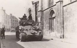 Etampes Libération 22 Aout 1944 Militaires Devant L'église Notre Dame Photo Originale - 1939-45