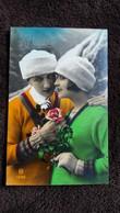 CPA JEUNE FEMME JEUNE HOMME BONNETS COUPLE BONNE ANNEE HOUX FLEURS M 1329 - Couples
