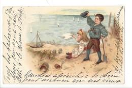 21506 - Couple Enfants à La Mer Jeune Homme Tenant Une Grenouille Et Pelle Dans La Main Circulée 1899 - Couples