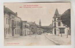 CPSM VIC SUR BIGORRE (Hautes Pyrénées) - Avenue De Tarbes - Vic Sur Bigorre