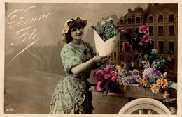 CPA Bonne Fête : Vendeuse De Fleurs Sur Charette - Fêtes - Voeux