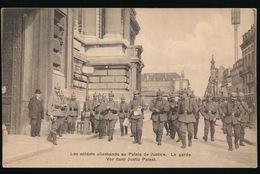 LES SOLDATS ALLEMANDS AU PALAIS DE JUSTICE  - LA GARDE - Oorlog 1914-18