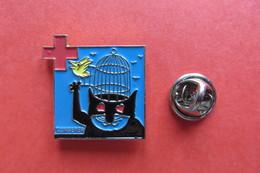 Pin's,TOMI UNGERER Pour Croix Rouge,chat Avec Oiseau,rotes Kreuz - Pin's