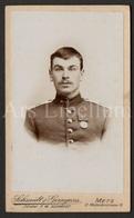 Photo-carte De Visite / CDV / Militaire / Soldat / Soldier / Medaille / Photographer Schmidt & Gerngross / Metz / 2 Scan - Fotos