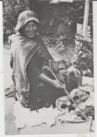 Postcard - Sra Usta Vasques Weaving A Poncho Fringe - Unused Very Good - Postcards