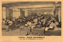 PARIS   ECOLE UNIVERSELLE  Une Salle De Dactylographie Du Courrier - Educazione, Scuole E Università