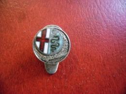 ALFA ROMEO Automobile Rare Pin's Métal Et émail Complet, Insigne Ancien 1950's 1960's OMEA Milano Albani 20 @ 12 Mm - Alfa Romeo