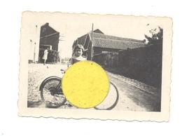 Photo ( +/- 6 X 9 Cm) D'une Petite Fille à Vélo, Peut-être à Cerexhe Ou Heuseux (b247) - Lieux