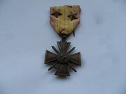 """(1939 - Afrique Du Nord..) -  Croix De Guerre 1939 Avec 2 étoiles """"DALADIER"""" ..................voir Scans - France"""