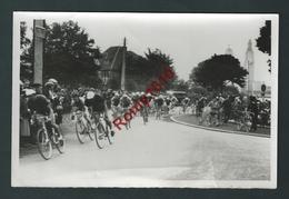 Cyclisme. Au Parc De Cointe. Passage Devant Le Mémorial Inter-Alliés. Victoire De TOUBAUT.  Reportage Photographique - Cyclisme