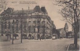 CPA Metz - Rue D'Alsace Et La Gare (légende Bilingue) - Avec Tram En Petit Plan - Metz