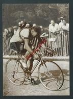 Cyclisme. Le Tréport-Paris. Quatrième étape. LEVEQUE Franchit En Vainqueur La Ligne D'arrivée à Longchamp. 1951.2 Scans - Cyclisme