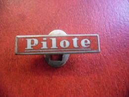 BD PILOTE Rare Pin's Métal Et émail Complet, Insigne Ancien 1950's 1960's  @ 27 Mm X 6 Mm - BD
