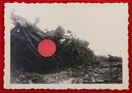 2 Photos Originales De Trains Détruits Dans La Gare De Rennes Bretagne 1940 - 1939-45