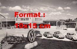 Reproduction D'une Photographie D'un Garage Et Concession VW Avec Des Coccinelles - Reproductions