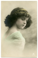 PRETTY GIRL : HAND-COLOURED - Portraits