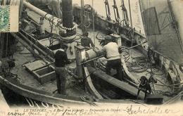 Le Tréport - 1907 - A Bord D'un Pêcheur - Préparatifs De Départ - Bateau De Pêche - Belle Animation - Le Treport