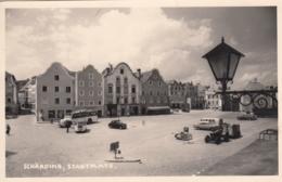 AK - OÖ - SCHÄRDING - Stadtplatz Mit Altem Autobus Und Anderen Automobilen 1963 - Schärding