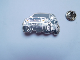 Beau Pin's En Zamac , Auto 4x4 V6 Mitsubishi Pajero , Vert - Mitsubishi
