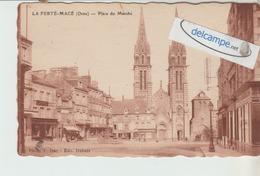 LA FERTE-MACE : Place Du Marché,Voiture. édit Dubois. - La Ferte Mace