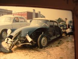 Diapo Citroën DS Accidentée Casse Automobile  Années  60 - Diapositives