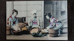 CPA JAPON GROUPE DE JAPONAISES EN COSTUME TRADITIONNEL PREPARATION CEREMONIE DU THE ? - Non Classificati