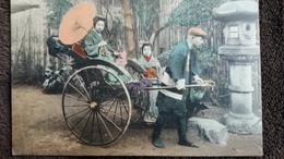 CPA JAPON GROUPE DE JAPONAISES EN COSTUME TRADITIONNEL POUSSE POUSSE GROS PLAN ANIMATION - Non Classificati