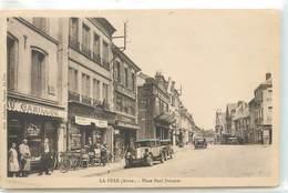 CPA 02 Aisne La Fère Place Paul Doumer - Sonstige Gemeinden