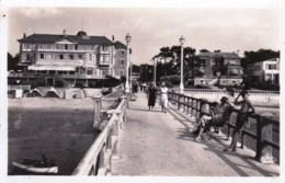 33 - Le Moulleau  - L Embarcadere Et Le Grand Hotel ( Carte Glacée ) - Autres Communes
