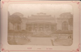 03 / VICHY / LE CASINO /   PHOTO COLLEE SUR CARTON - FIN XIXe DEBUT XXe Siècle / 16 X 10 CM - Anciennes (Av. 1900)