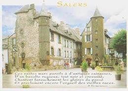 Cantal        H359        Salers.La Place Tyssandier D'Escous.Les Maisons De Flojeac Et De La Ronade - Francia