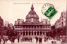 42. Saint Etienne. Place De L'hôtel De Ville - Saint Etienne