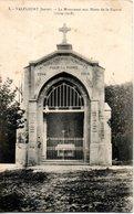 42. Valfleury. Le Monument Aux Morts De La Grande Guerre - Otros Municipios