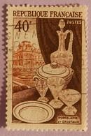 """FRANCE YT 972 OBLITERE """" PORCELAINE CRISTAUX ET LE LOUVRE"""" ANNEE 1954 - France"""