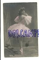 Photographie. Jeune Danseuse En Tutu Et Pointes. BRILLANTI - Danse