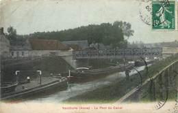 CPA 02 Aisne Vendhuile Le Pont Du Canal Péniche Péniches - France
