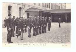 78 Ecole De Saint Cyr Cpa Carte Animée Soldat Militaire Edit ND N°48 Présentation De La Garde - St. Cyr L'Ecole