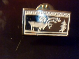 Pin' S Publicitaire  En Metal    Marque Camel  Avec Fermoir Ancien Logo Noel Renne - Christmas